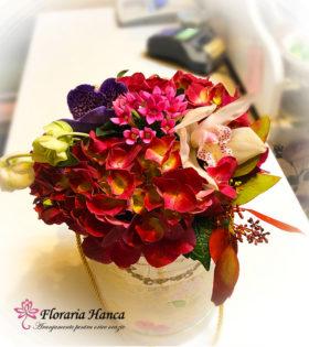 Cutie cu flori Ioana cu livrare GRATUITA in Cluj, oferita de Floraria Hanca.Buchete de flori personalizate, livrate la domiciliu.