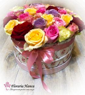 Cutie vintage cu 41 fire de trandafiri colorati cu livrare GRATUITA in Cluj, oferita de Floraria Hanca.Buchete de flori personalizate, livrate la domiciliu.