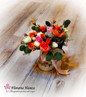 Aranjament floral in vas ceramic personalizat de Floraria Hanca.Aranjamente florale personalizate livrate GRATUIT la domiciliu in Cluj Napoca, Floresti