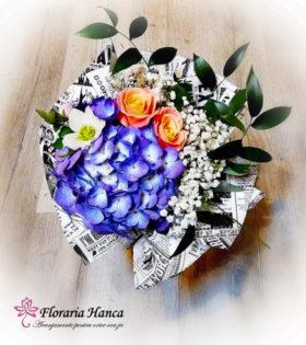 Buchet de flori Patricia: contine hortensia, trandafiri, helleborus si gipsophila.Buchete de flori livrate GRATUIT la domiciliu