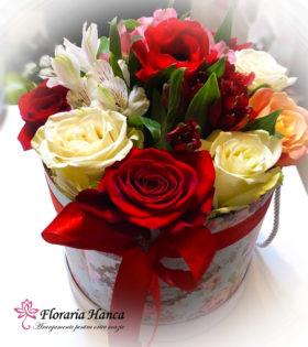 Cutie cu trandafiri Elena cu anemona, trandafiri, alstroemeria, oferita de Floraria Hanca. Cutii cu trandafiri livrate GRATUIT la domiciliu