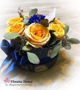 Cutie Naty cu trandafiri si eucalipt, in diverse jocuri de culori, cu livrare la domiciliu in Cluj, Floresti